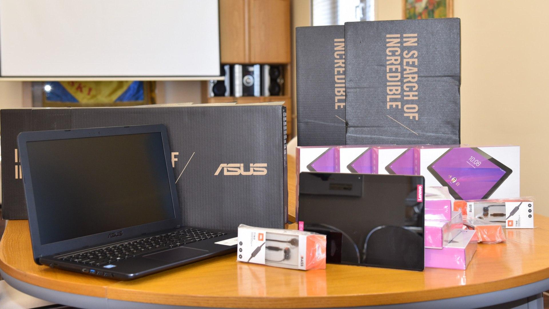 Laptopy i tablety dla szkół prowadzonych przez Powiat Strzyżowski